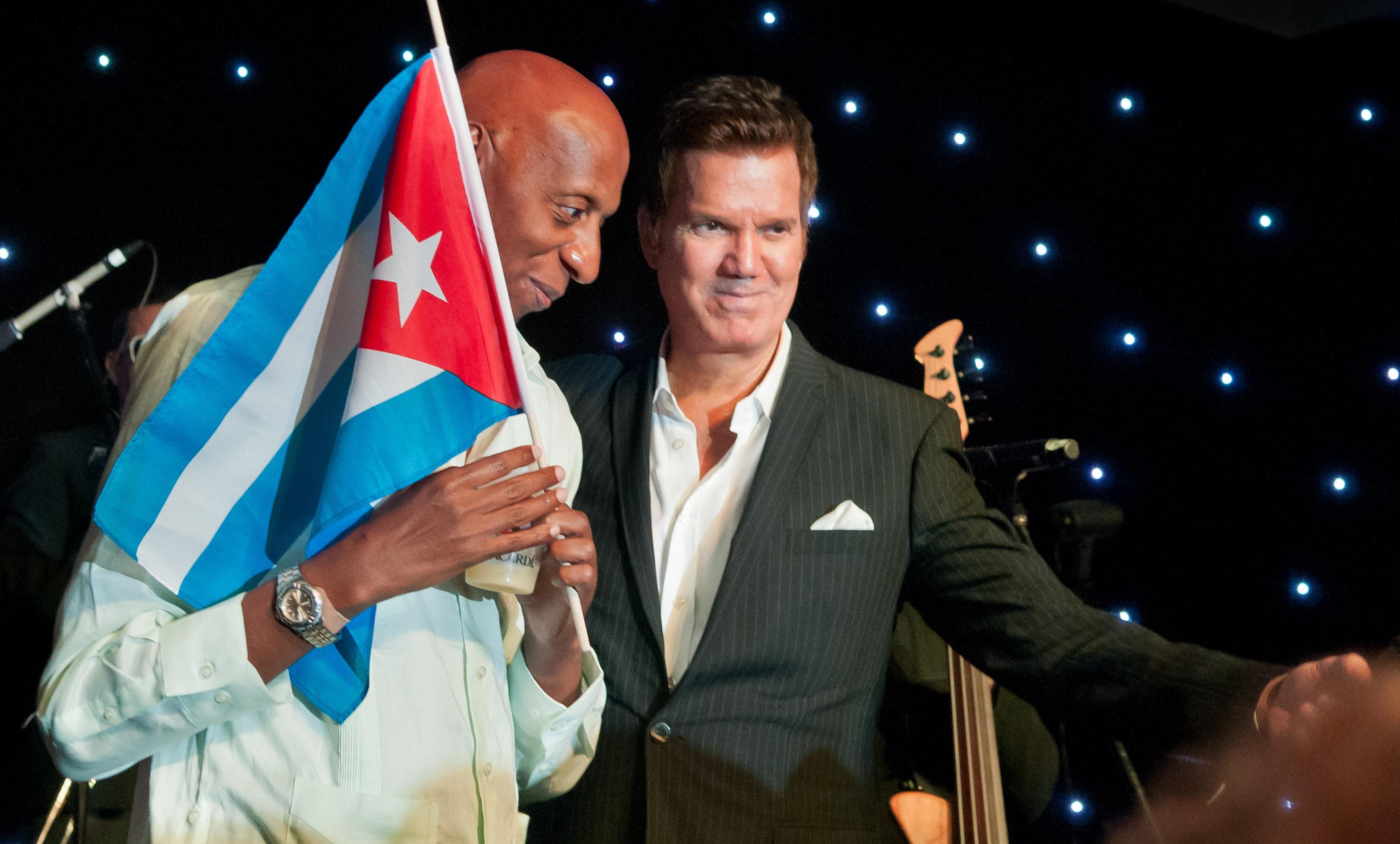 Gloria Estefan y Willy Chirino espalda Blitz datos de superar la censura en Cuba