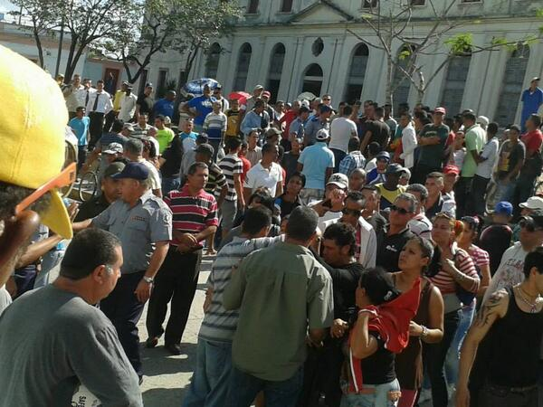Protesta masiva en Holguín contra desalojo de cuentapropistas