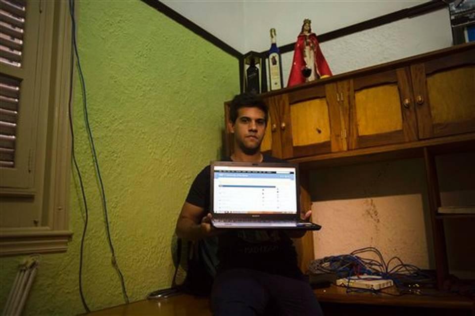 """Jóvenes administradores de redes clandestinas ofrecen """"conectar a Cuba."""""""