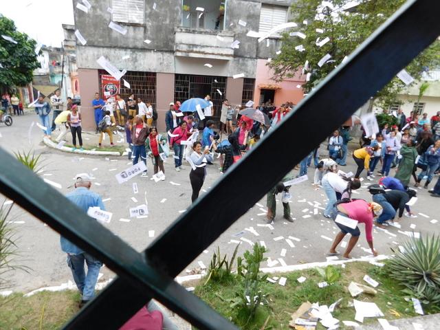 """Damas de Blanco responden a un """"acto de repudio"""" orquestado por regimen cubano"""