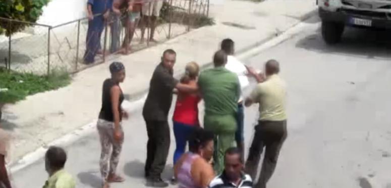 """Fuerzas del régimen desalojan a 14 activistas del """"Movimiento Dignidad"""" de un hostal en El Cobre"""