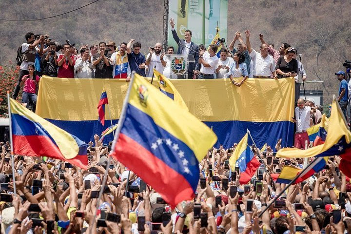 CHEERLEADING FROM THE SIDELINES WILL NOT HELP GUAIDÓ ENOUGH
